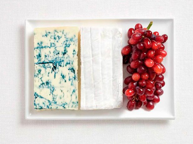 09-france-flag-made-from-food-Blue-cheese-brie-grapes